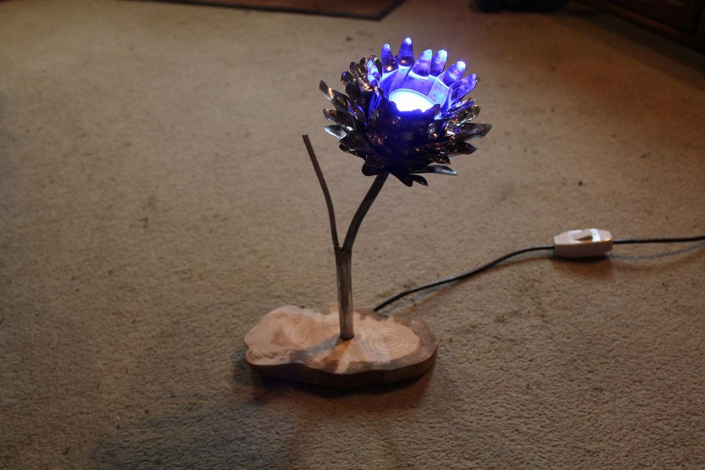 Светильник из металлической лампы