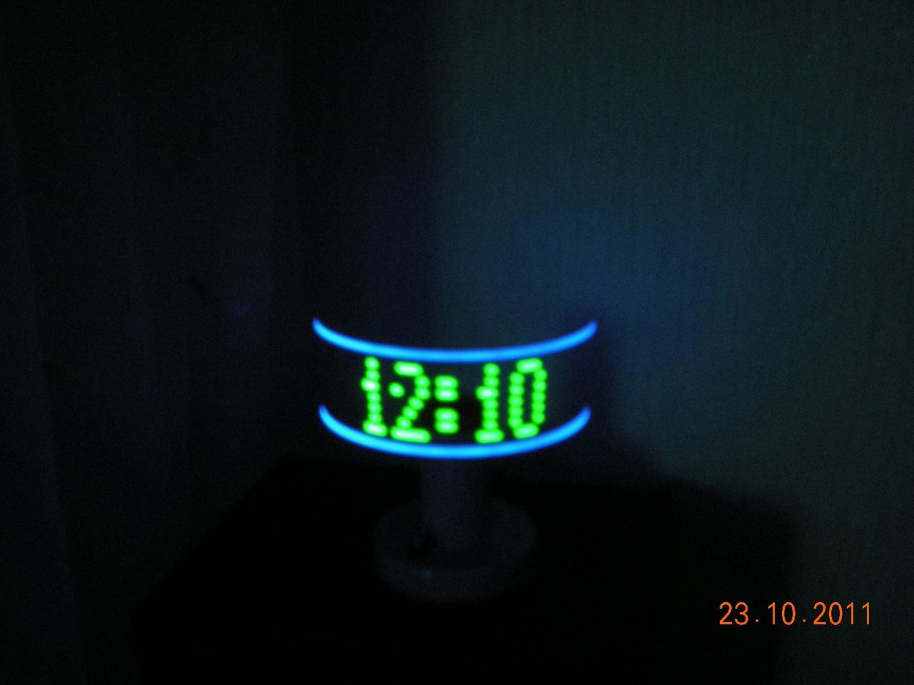 Часы из кулера и светодиодов