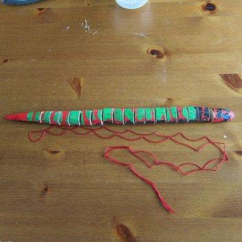 Деревянная игрушка в виде змеи?