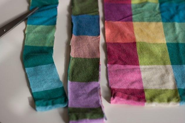Эффектная повязка для волос из ненужной футболки