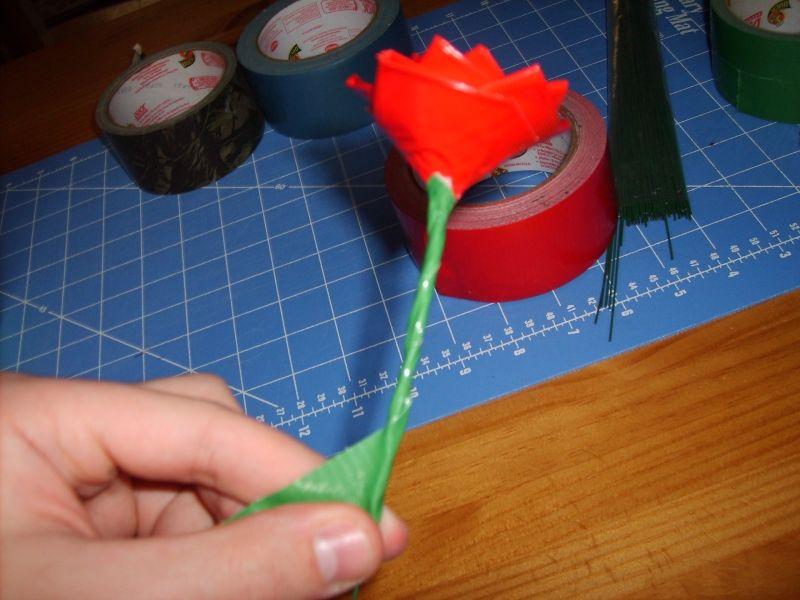 Делаем розы из клейкой бумаги