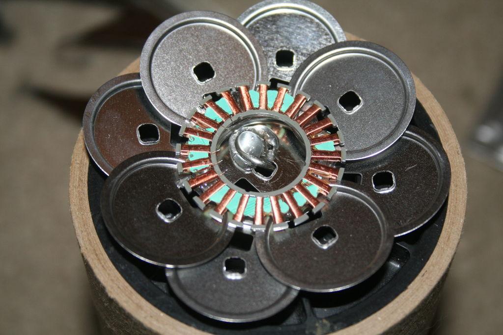 Как сделать цветок из старго компьютерного хлама