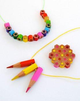 Делаем ожерелье и брошь из карандашей