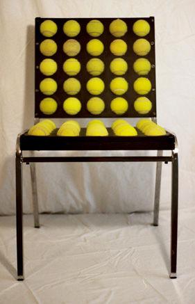 Стул из теннисных мячиков