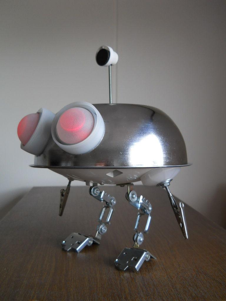 Робот из фильма «Батарейки не прилагаются»