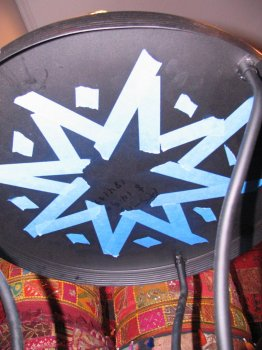 Столик из пивных крышек