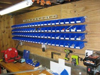 Полки из контейнеров для гаража и дачи