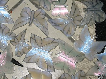 Порхающие пластиковые бабочки
