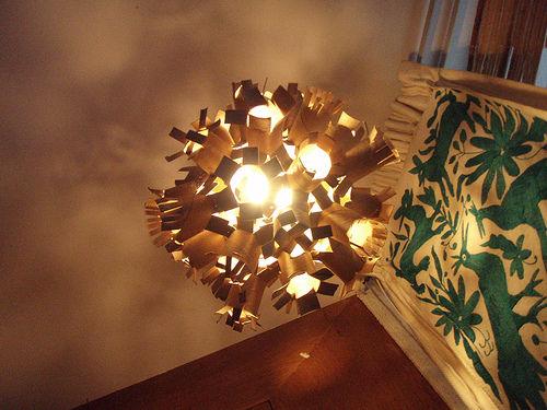 Светильник из картонных трубок