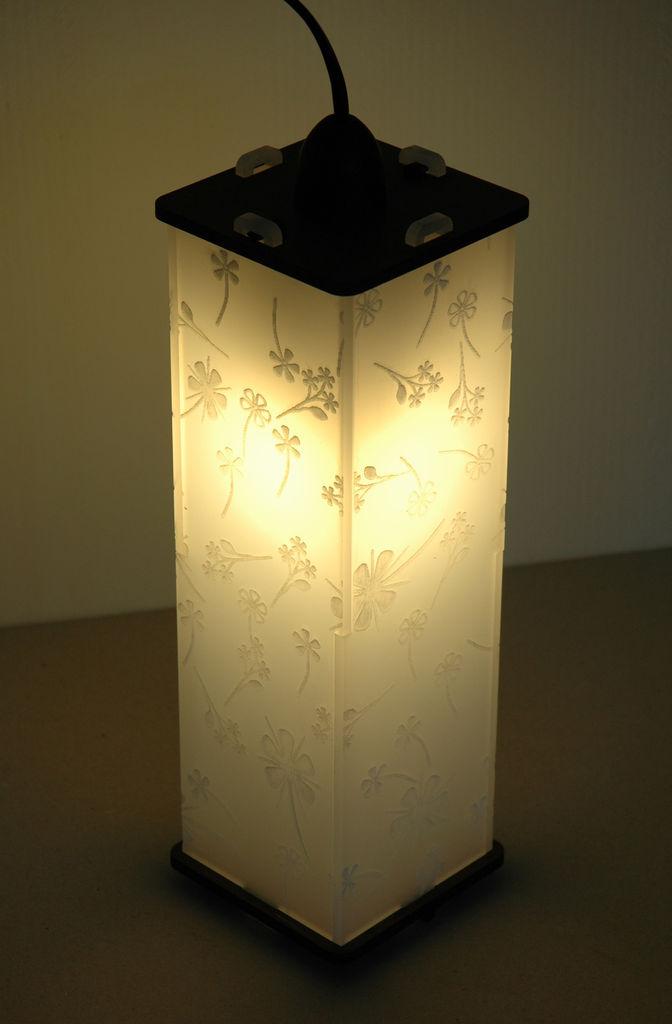 Светильник с декоративным дизайном