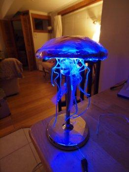 Лампа в форме медузы своими руками