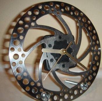 Часы из тормозного диска мотоцикла
