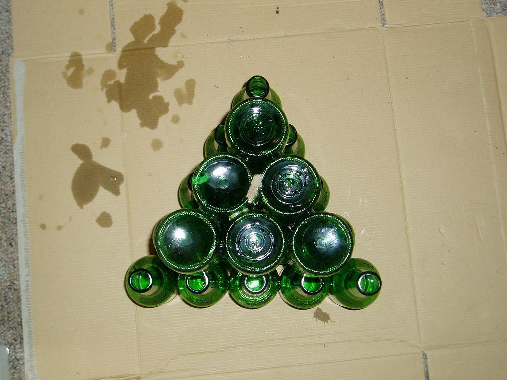 Барный столик из пивных бутылок