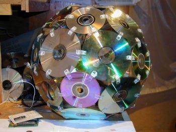 Декор из пластиковых CD-дисков