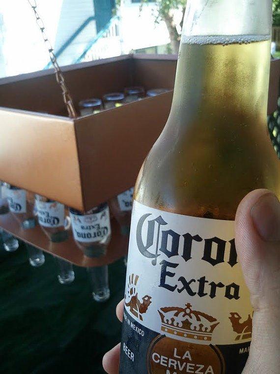 фото в руке бутылка пива сделать для
