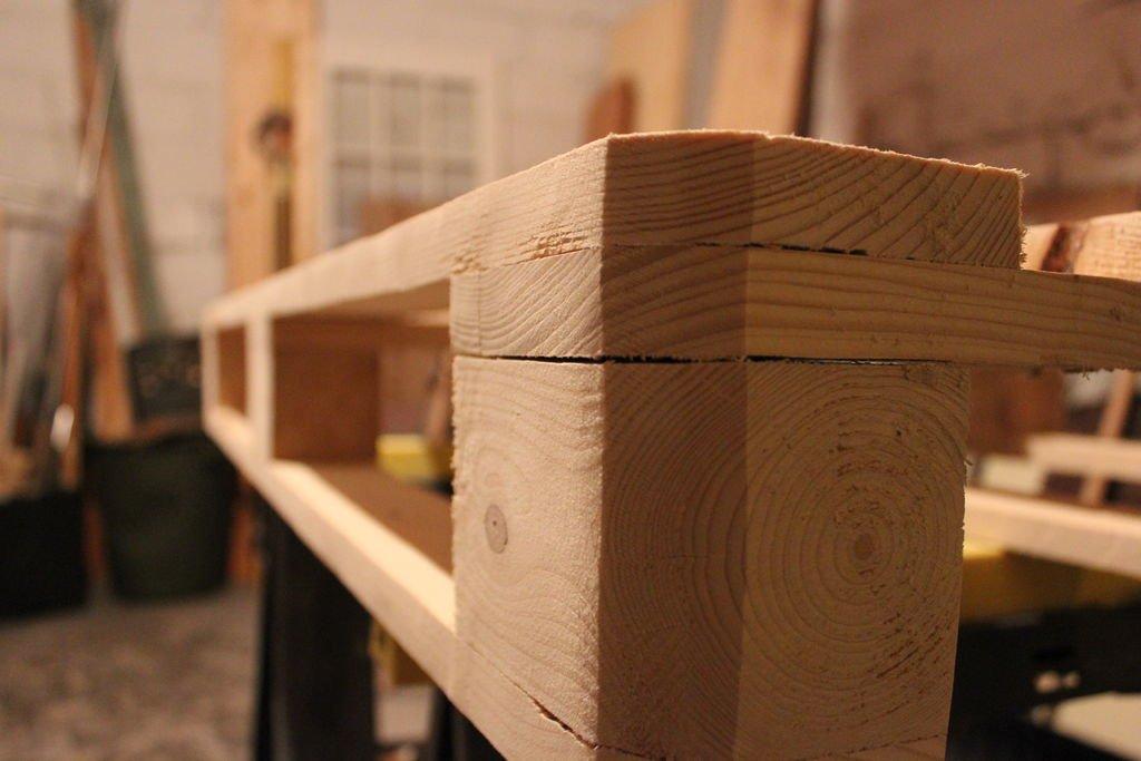 Столик из паллета своими руками