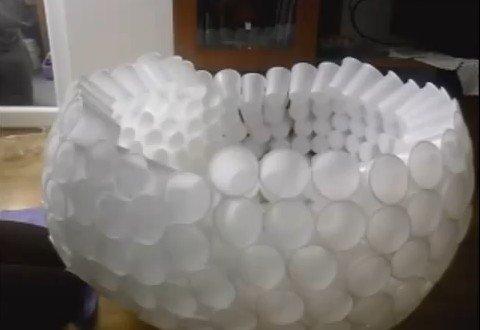 Снеговик из пластиковых стакончиков своими руками