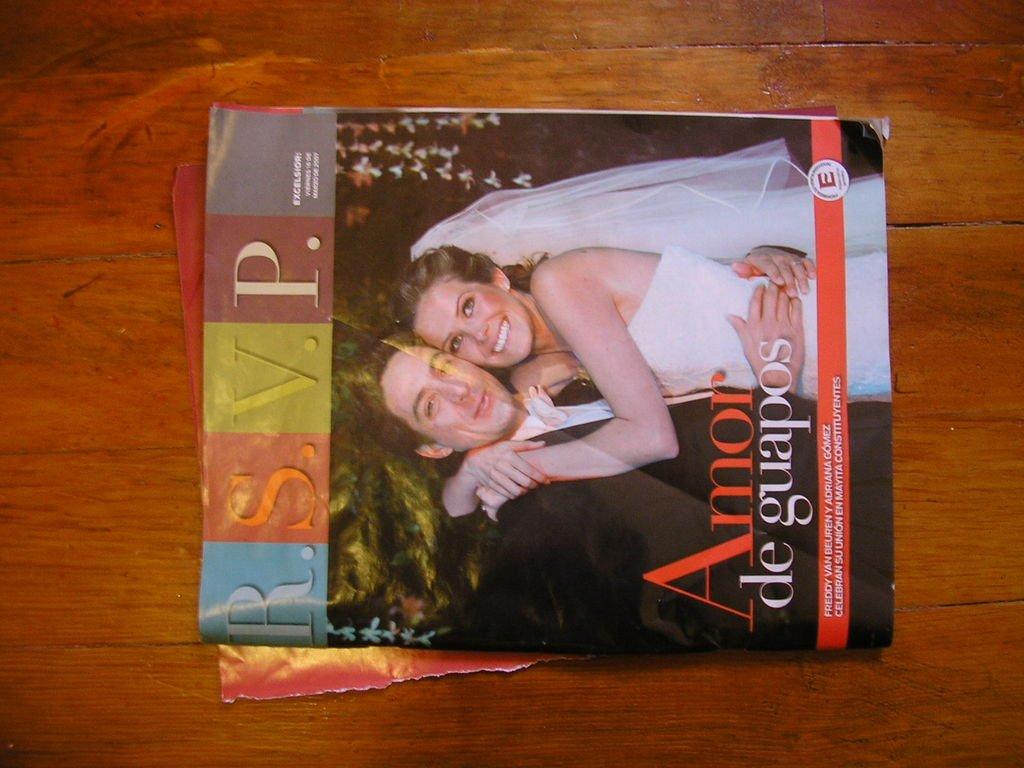 Новогоднее украшение из старых журналов