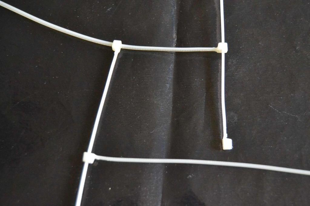 Как сделать украшение из  стяжек