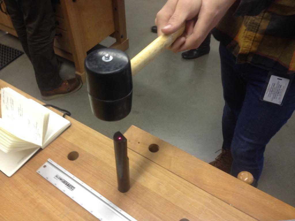 Молоток с лазерной наводкой своими руками