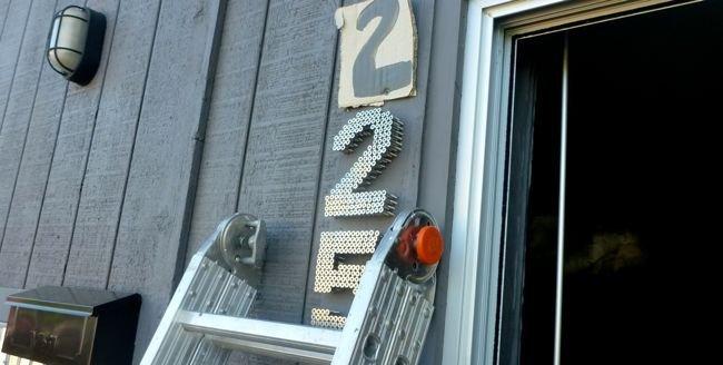 Номер для дома в индустриальном стиле своими руками
