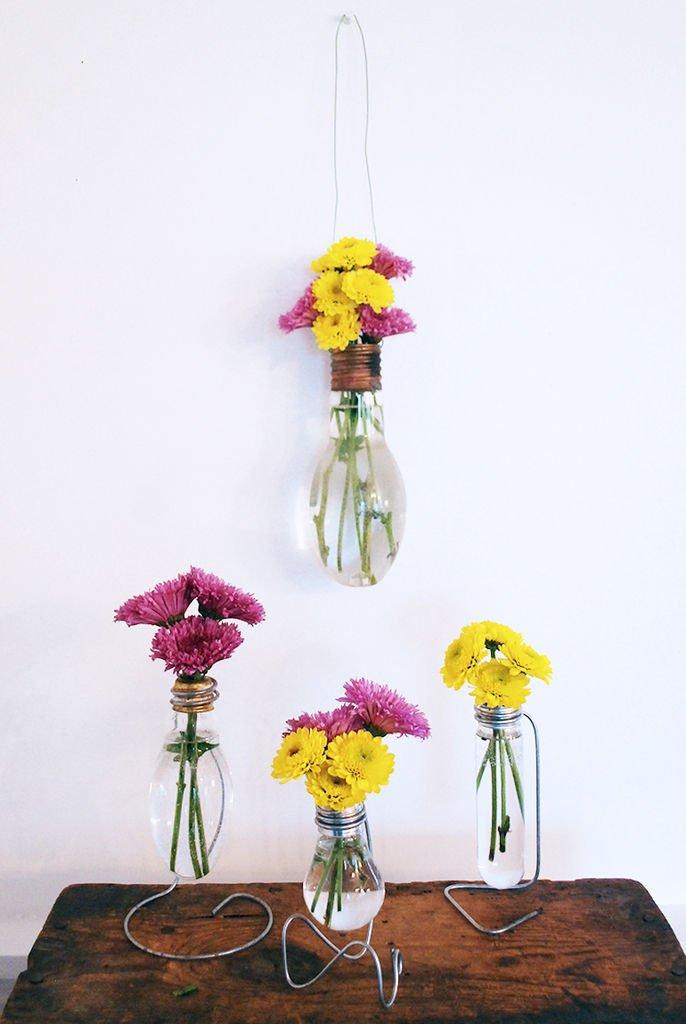 Самодельные мини-вазы из лампочек