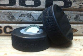 Открывалка для бутылок из хоккейной шайбы