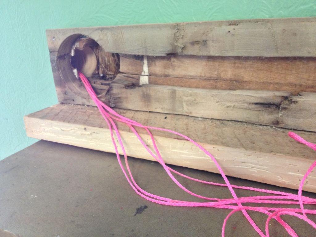Монтаж кабелей над декоративным камином