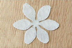 Брошки в виде цветка из бисера