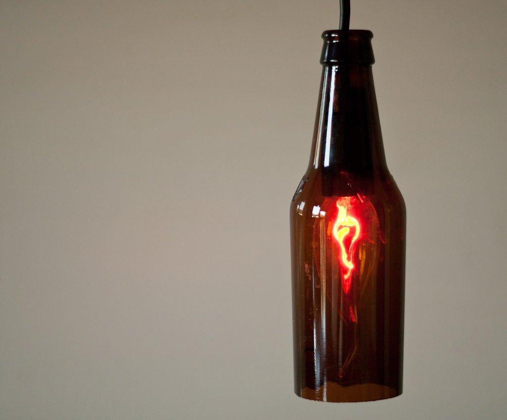 Лампа и подсвечник из пивной бутылки