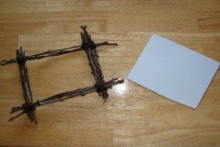 Фоторамка из осенних веточек своими руками