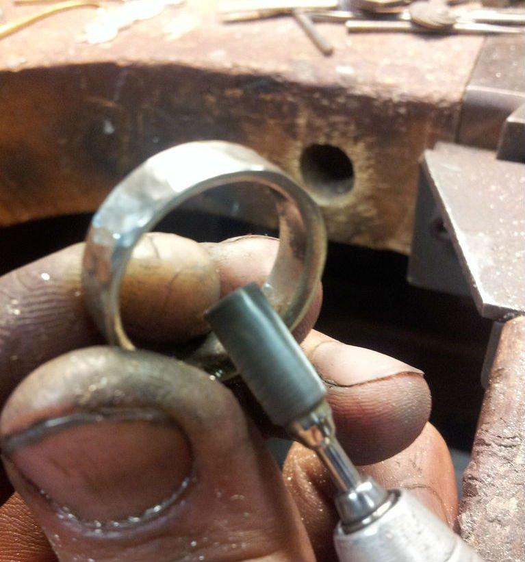 Кольцо с чеканной отделкой своими руками
