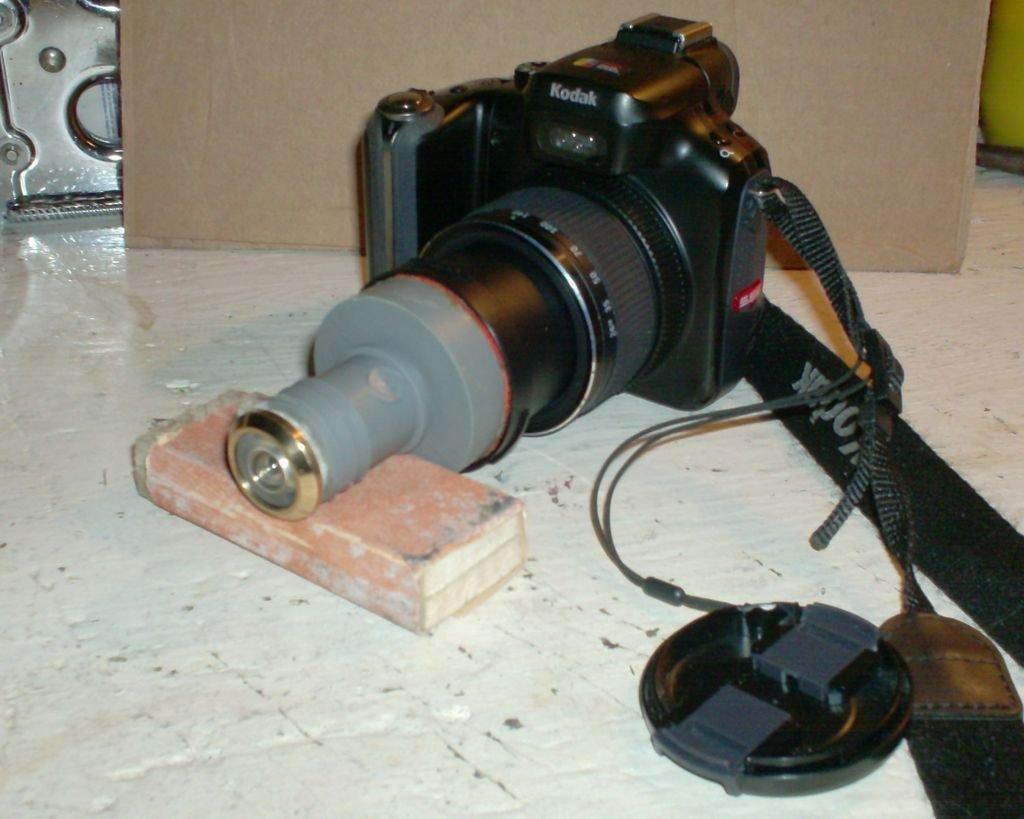 Дверной глазок как объектив для фотоаппарата