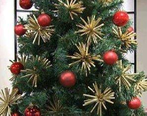 Украшение новогодней елки из питьевых трубочек