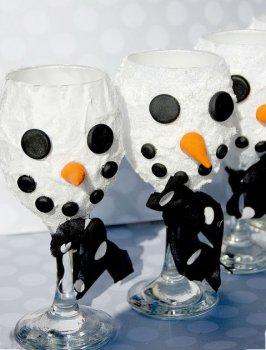 Новогоднее украшение бокалов в виде снеговика своими руками