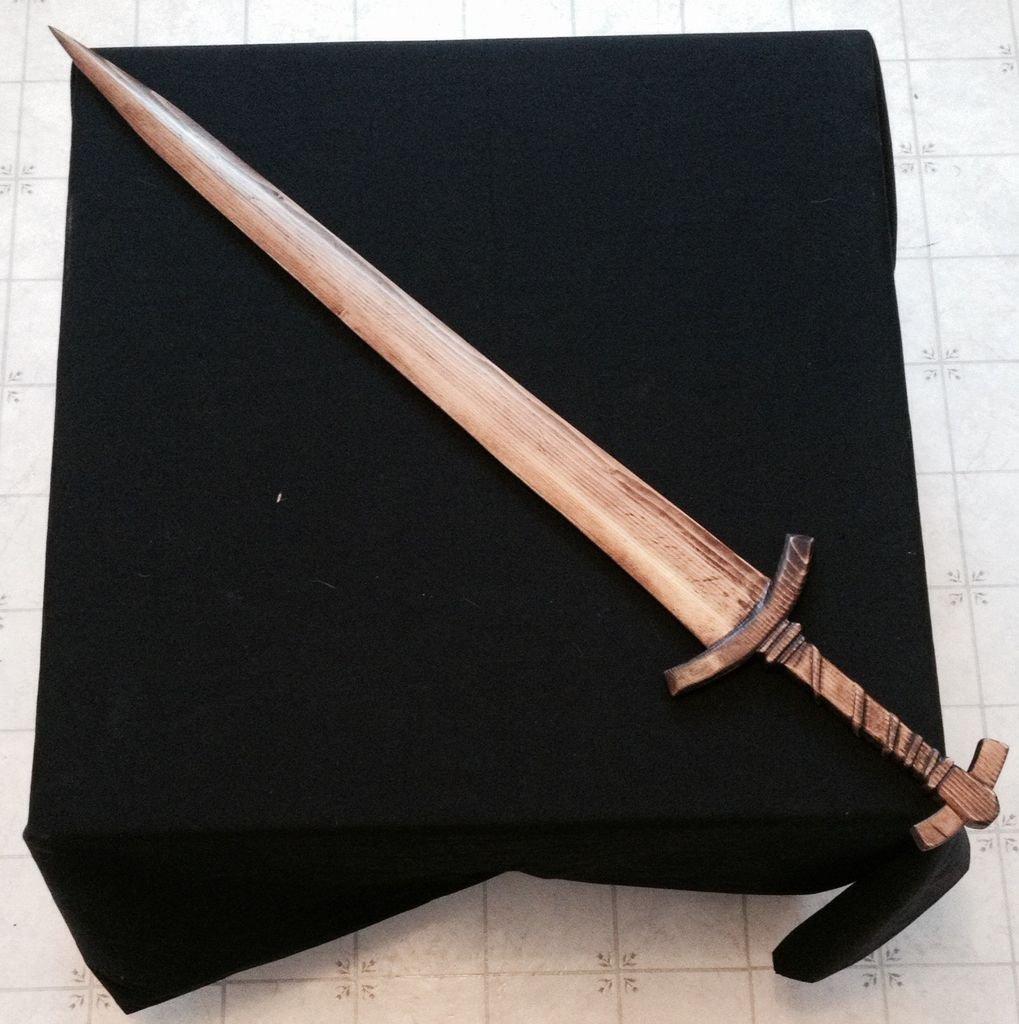 Бутафорское оружие из дерева своими руками