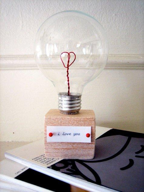 Сувенир из лампочки с признанием в любви своими руками