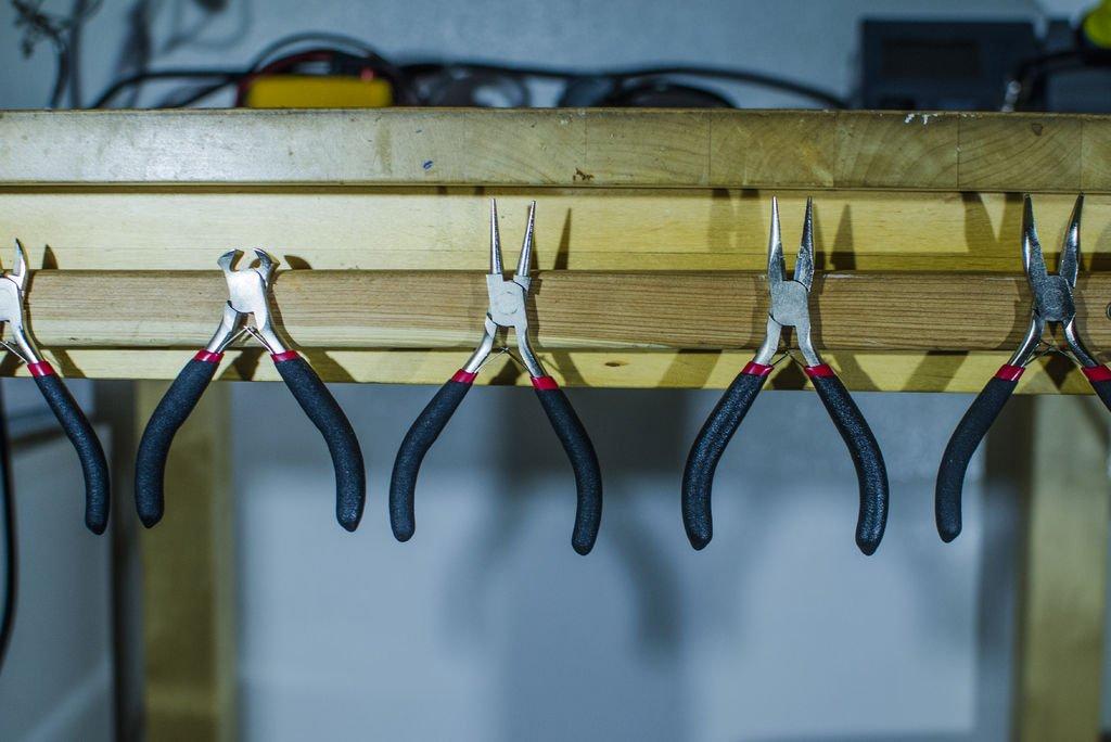 Держатель инструментов на магнитах своими руками