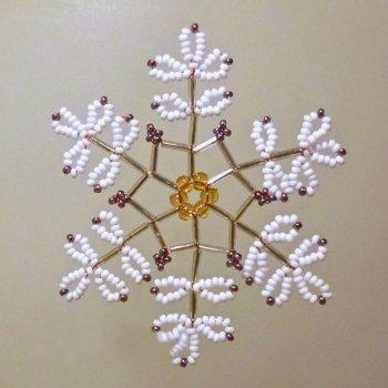 Снежинка из бисера своими руками