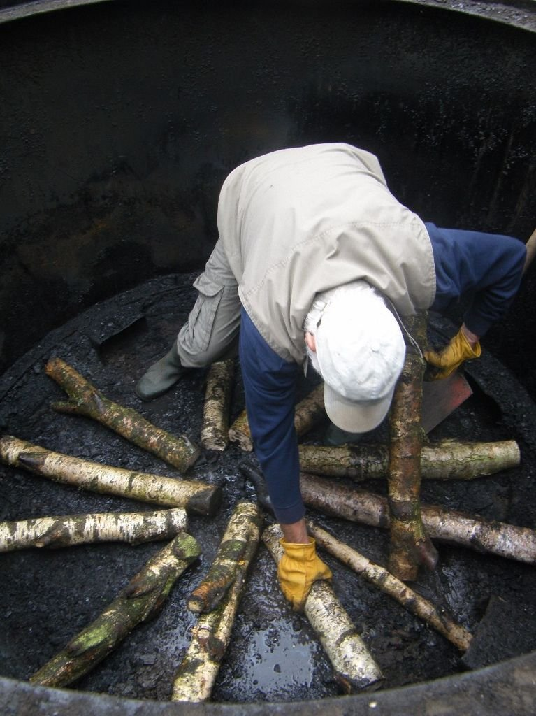 Как делают древесный уголь