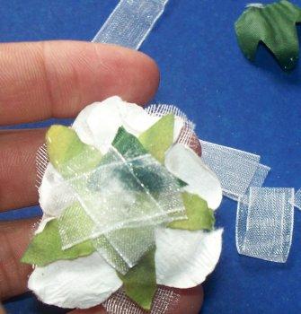 Заколка-резинка с цветком своими руками