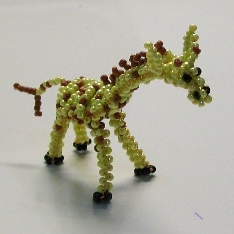 Жираф из бисера своими руками