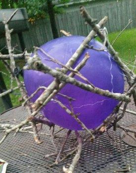 Декоративный шар из веток своими руками