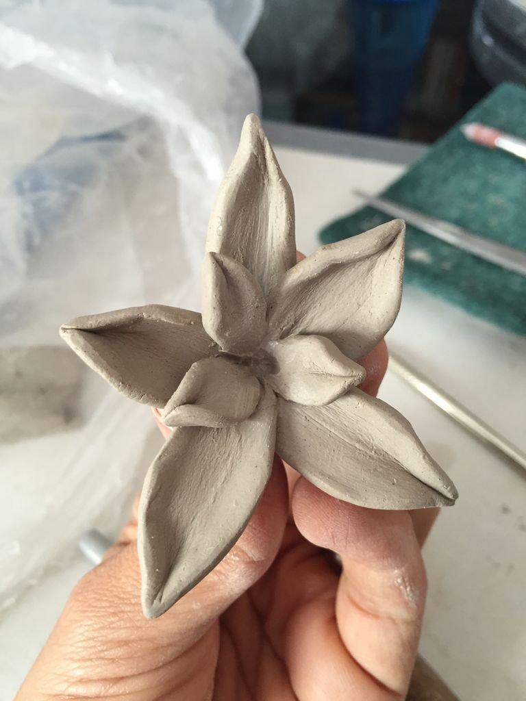 Как сделать цветок из глины