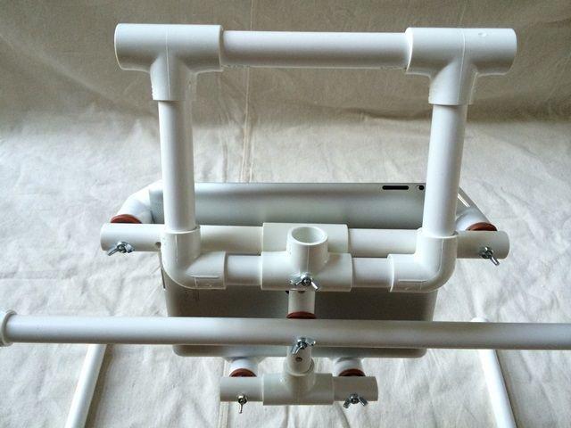 Подставка для планшета из ПВХ-труб своими руками
