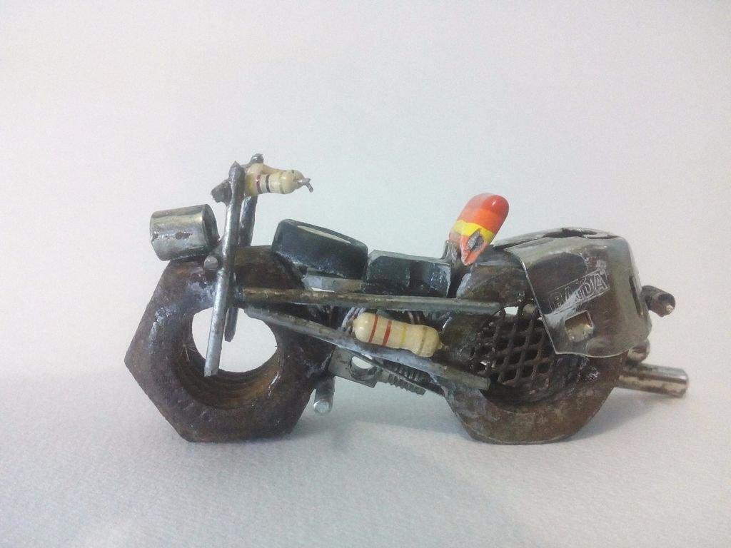 Фигурка мотоцикла из подручных материалов своими руками