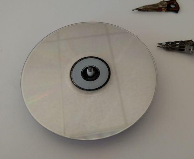 Часы из жестких и CD-дисков своими руками
