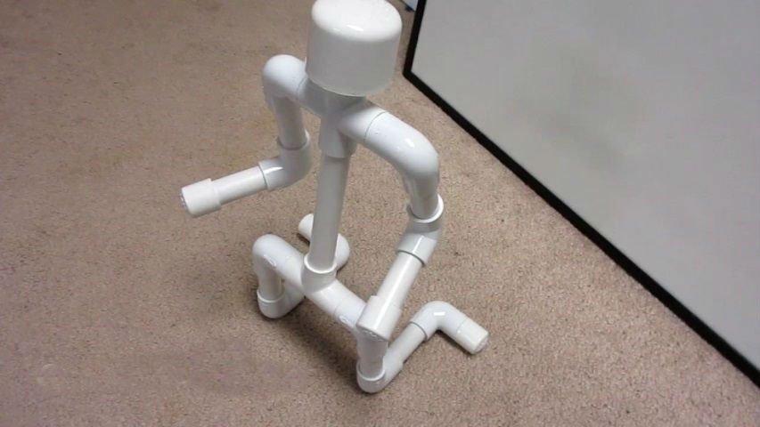 Универсальная подставка из ПВХ труб