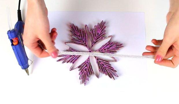 Снежинка из картонной втулки своими руками