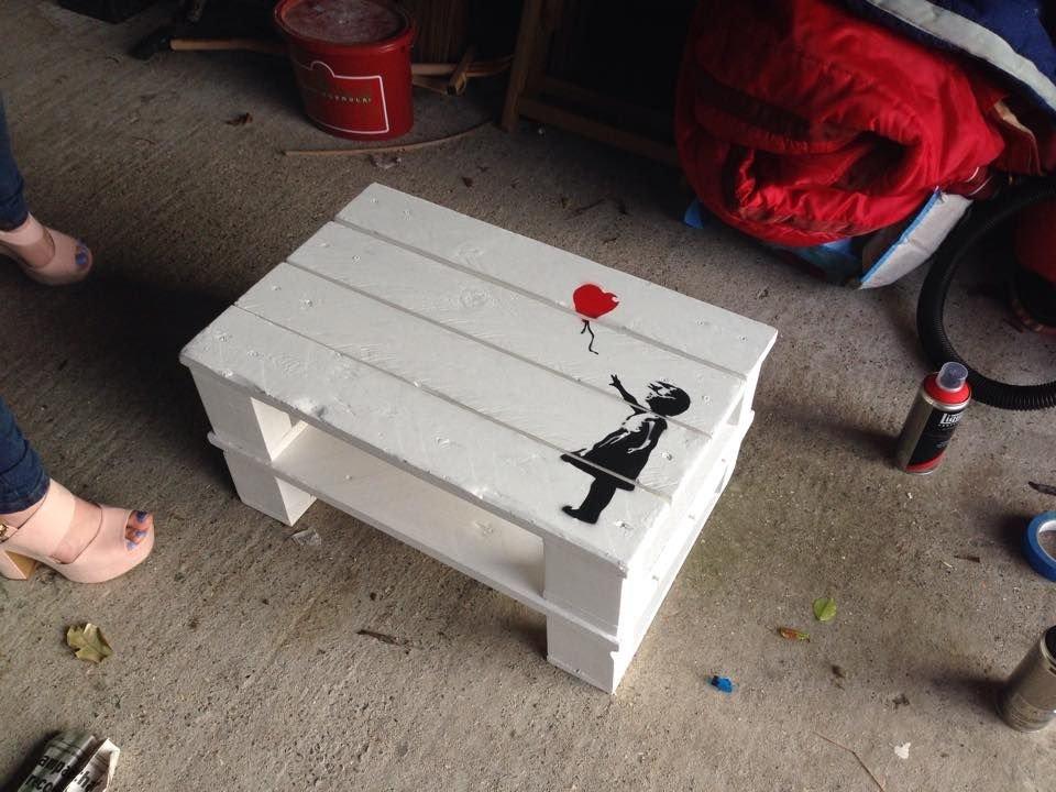 Кофейный столик с рисунком Бэнкси своими руками